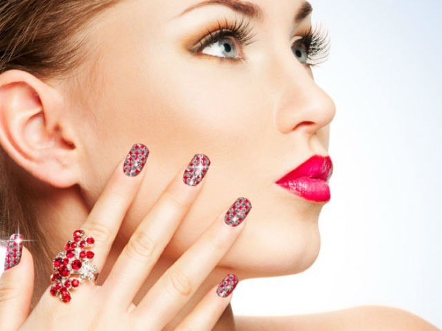 How to Do a Rock Stud Manicure Yourself?